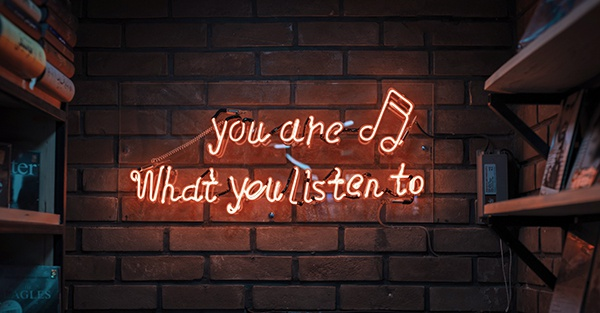 Signe au mur: you are what you listen to